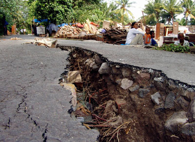 [imagetag] http://jazba.files.wordpress.com/2008/09/earthquake-gallery-3.jpg