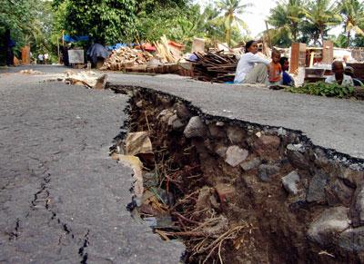 http://jazba.files.wordpress.com/2008/09/earthquake-gallery-3.jpg