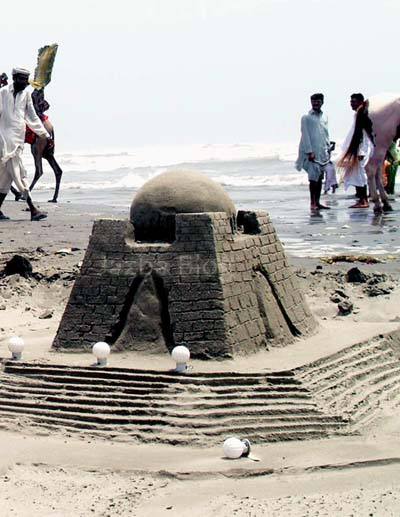 July, 13: Quaid's mausoleum made by sand at Karachi sea view point