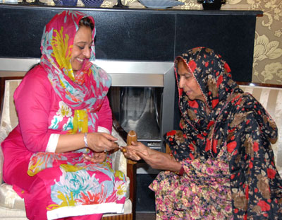 July, 26: First Lady Begum Fauzia Gilani presenting a cheque of Rupees One Million to folk singer Reshman for her treatment in Lahore