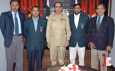 September 07: Chief of Army Staff, General Ashfaq Parvez Kayani with the members of Pakistan Golf Federation, selected for International Golf Championship
