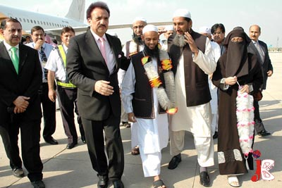 October 02: Federal Minister for Interior Rehman Malik receives the Pakistani citizens who were detained in a drug smuggling case in Saudi Arabia, at Chaklala Airbase.