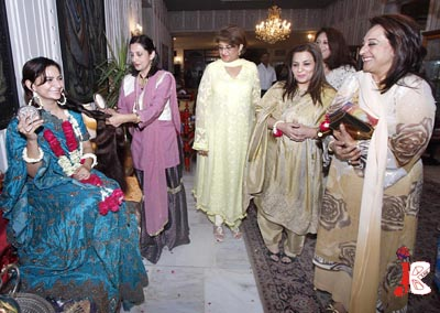 October 07: Spouse of Prime Minister Syed Yousaf Raza Gilani, Fauzia Gilani and Spouse of Foreign Minister Shah Mahmood Qureshi, Mahreen Qureshi visit the traditional stalls during PFOWA Cultural Evening organized by Pakistan Foreign Office Women Association at Foreign Office.