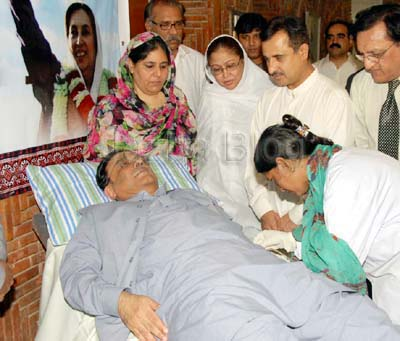June, 22: President of Pakistan donating Blood