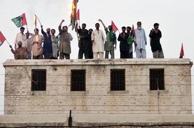 July, 13: Prisoners of Central Jail 1 burn flags as they protest in support of their demands