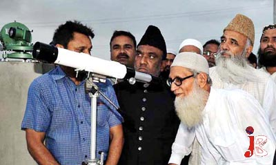 August 21: Ruhat-e-Hilal Committee members trying to view the Ramadan moon in Karachi