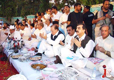 August 25: Prime Minister Syed Yousaf Raza Gillani offers Fateha on the death anniversary of his father at Circuit House