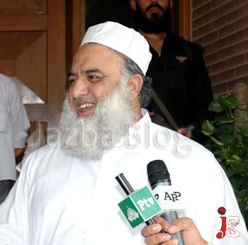 New decent look of Maulana Fazl-ur-Rehman without his turban